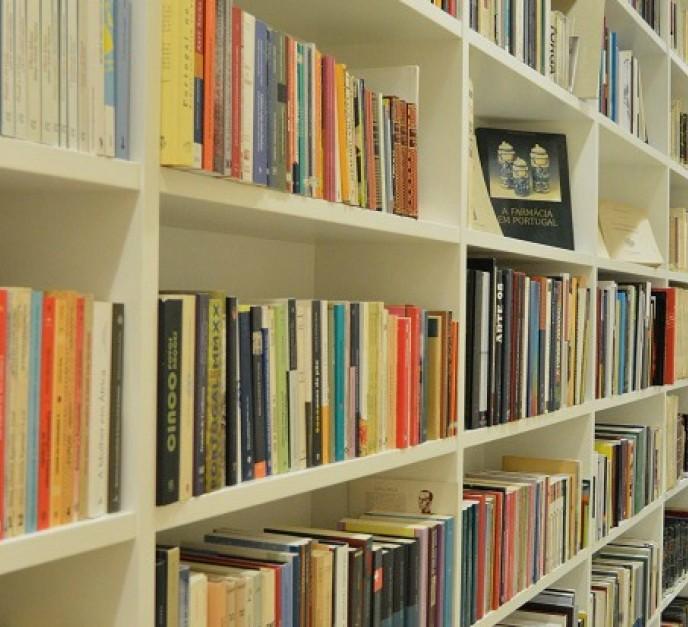 Biblioteca fondo portugués